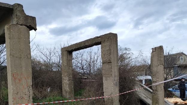 Бетонная плита убила подростка в Севастополе