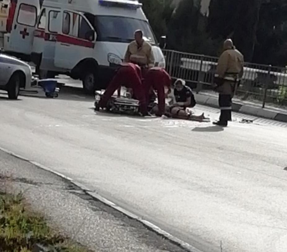69615be289213 Смертельное ДТП в Крыму: в Ялте столкнулись легковушка и мотоцикл. Трое  погибших (ВИДЕО)